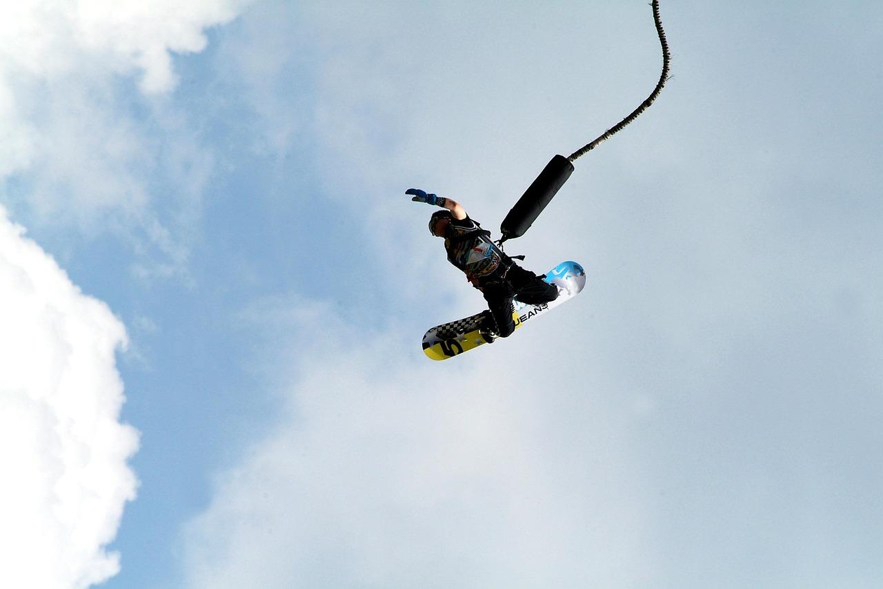 snowboarder flyver