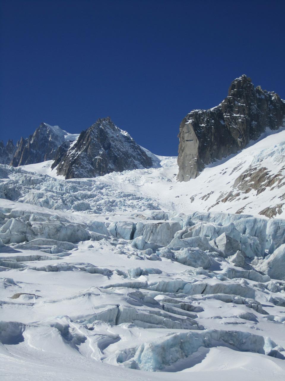 Bjerge med sne